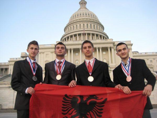 """SHBA, shkenca """"flet"""" shqip përmes medresistëve"""