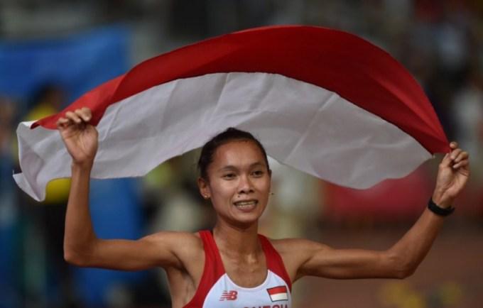 perolehan waktu dari atlet lari indonesia ini hanya selisih 28 detik dari triyaningsih