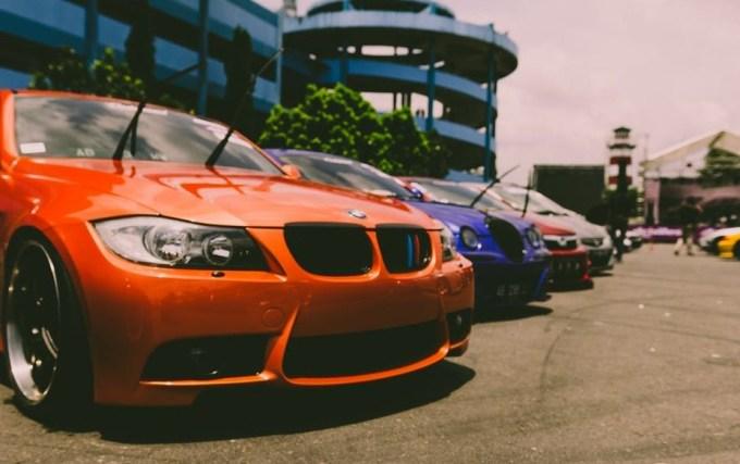cara parkir mobil innova ke garasi