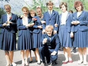 Как появилась школьная форма в России