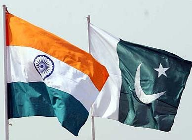 india pakistan flags1 e1283652973597