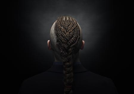 Catalogue coiffure homme 2019 coiffure afro homme. Homme Avec Des Dreadlocks Ressemble A Un Viking Coupe De Cheveux Iroquois Banque D Images Et Photos Libres De Droits Image 95718056