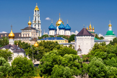 https://i0.wp.com/us.123rf.com/450wm/scaliger/scaliger1503/scaliger150300029/37459473-il-grande-monastero-della-trinit-a-sergiev-posad-vicino-a-mosca-anello-d-oro-della-russia.jpg
