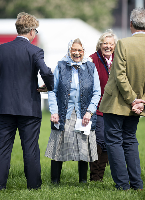 The Queen Ecstatic As She Wins Tesco Gift Card At Royal