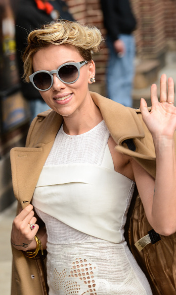 Scarlett Johansson Says Shes No Supermom Scared By Chris