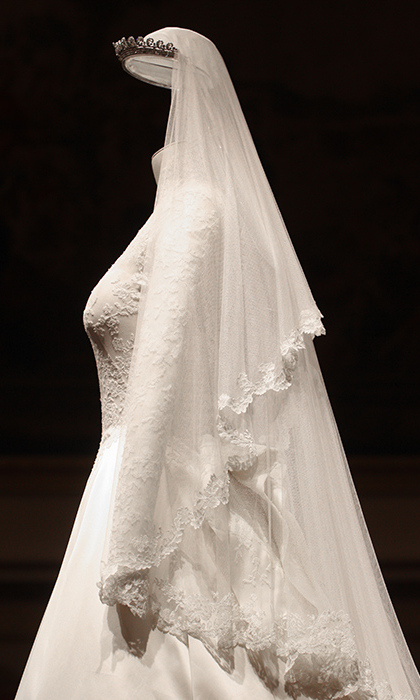Kate Middletons Wedding Dress A Closer Look At The