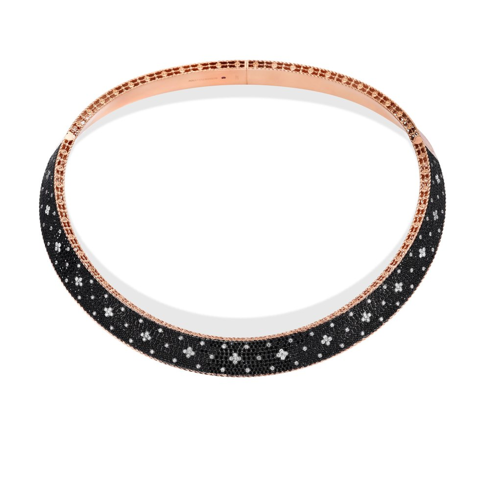 WIDE COLLAR WITH BLACK AND WHITE FLUER DE LIS DIAMONDS