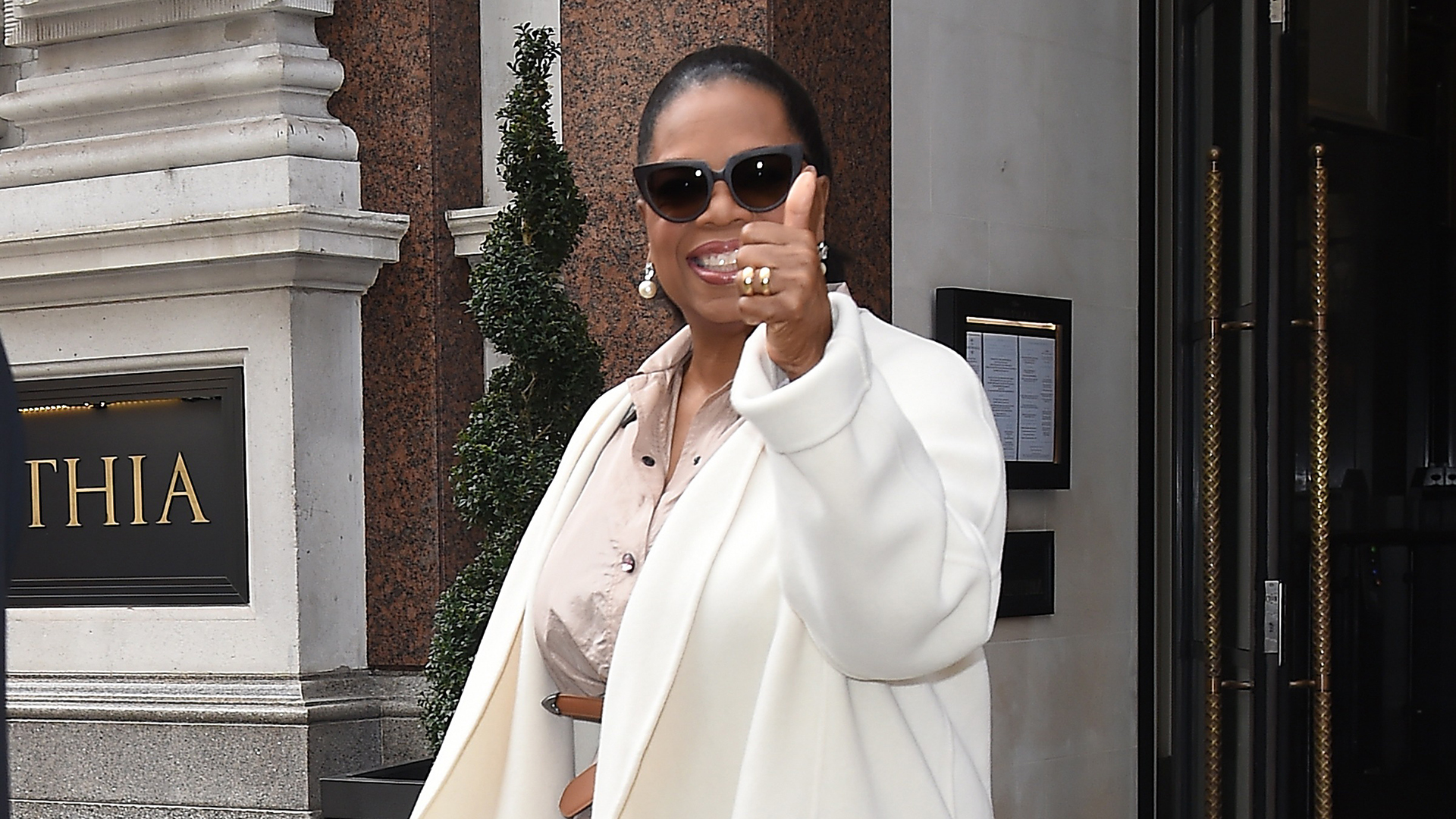 Oprah wears designer gold ring in 18K yellow gold to A Wrinkle in Time Press Tour