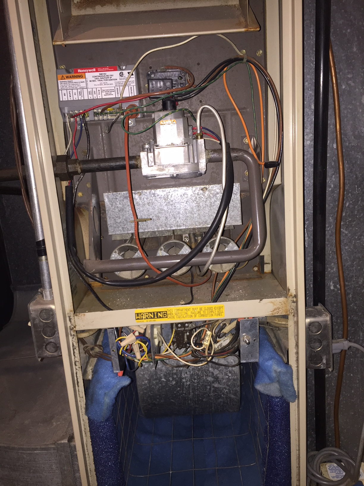 hight resolution of  there is zero activity at the furnace no clicking igniter gas sounds etc i checked and re seated wiring connectors inside the unit with no change