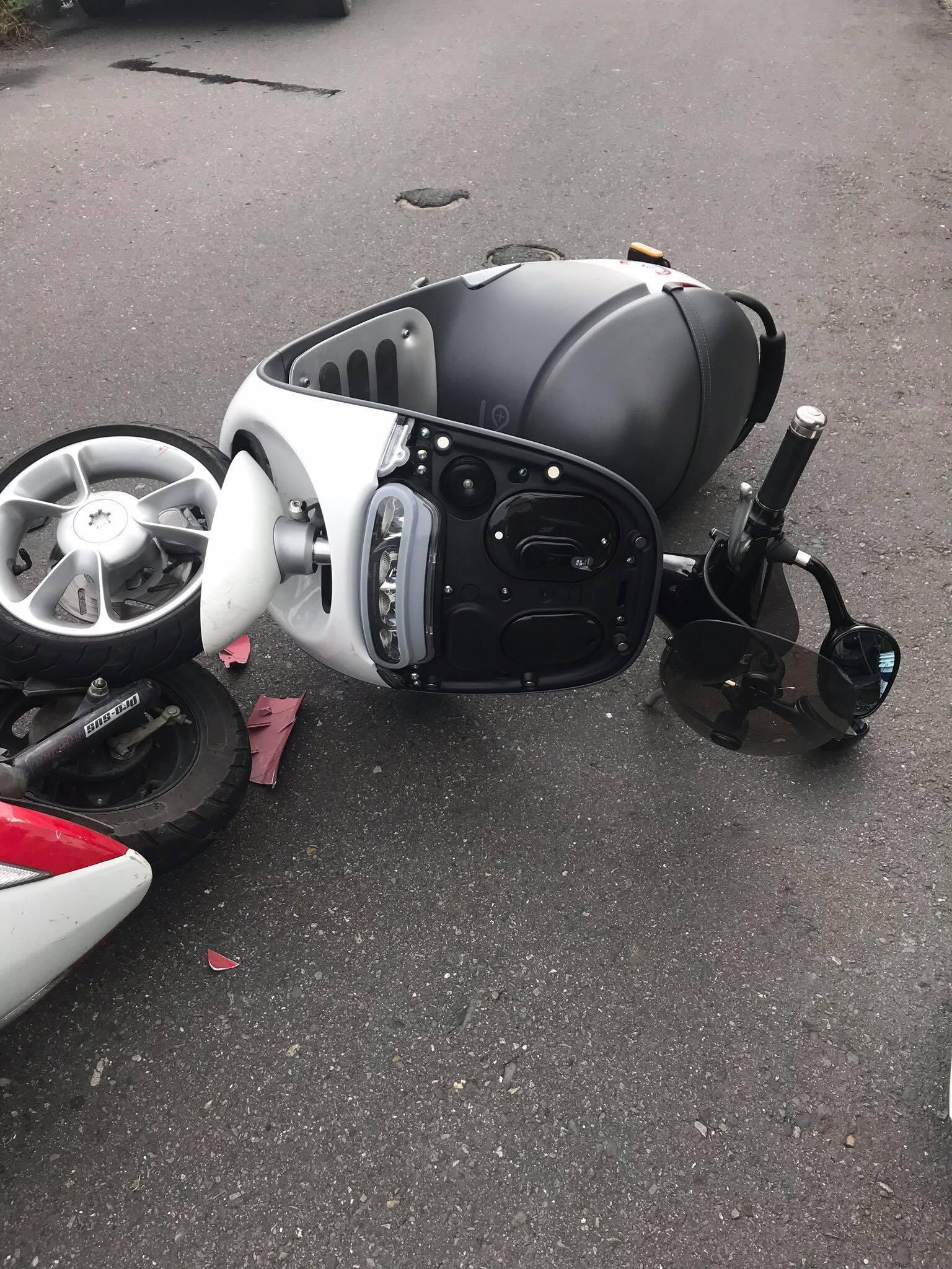 GOGORO 1 7月5日車禍至今 仍然維修中!!有點不可思議!! - Smartscooter® 智慧雙輪俱樂部 - GO 粉俱樂部