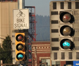 Cities will no longer have to undergo expensive additional engineering studies to install bike signals. Image: ##http://bikeportland.org/2011/12/27/on-january-1-bike-traffic-signals-get-the-green-light-in-oregon-64283## Bike Portland##