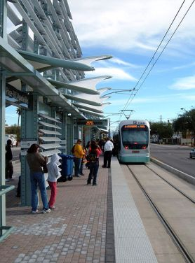 Phoenix Metro light rail is besting expectations. Photo: Wikipedia