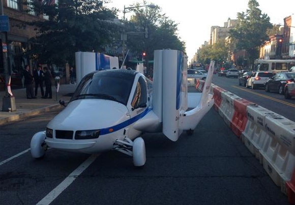 Terrafugia's prototype blocks the bike lane . Photo: Mary Jordan/Flick