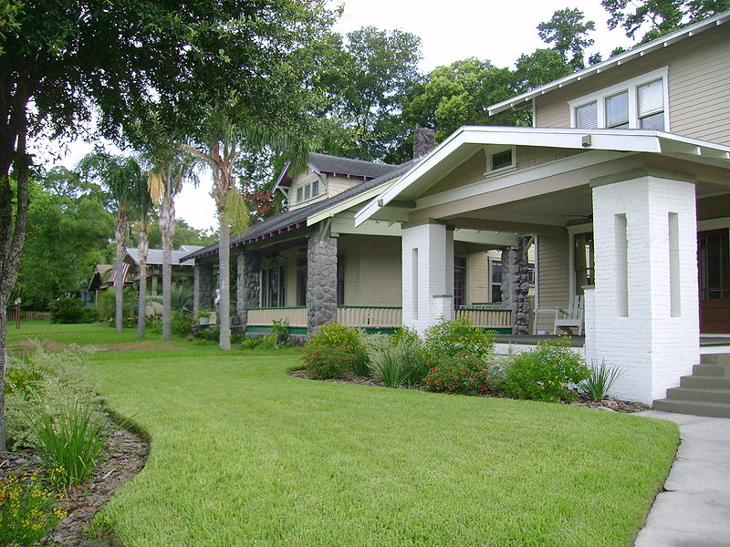 Tampa's centrally located Seminole Heights historic neighborhood, a former streetcar community filled with charming bungalows, has begun to see reinvestment after decades of decline, but a $6 billion highway plan could deliver another blog. Photo: Wikpedia