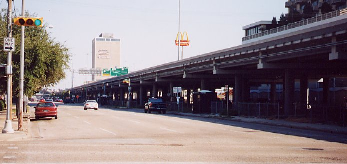 The Pierce Elevated Freeway, near downtown Houston, has been proposed for removal. Photo: TexasFreeway.com