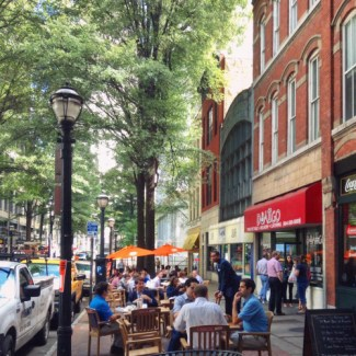 In downtown Atlanta, outdoor seating is natural and inviting. Photo: ATL Urbanist