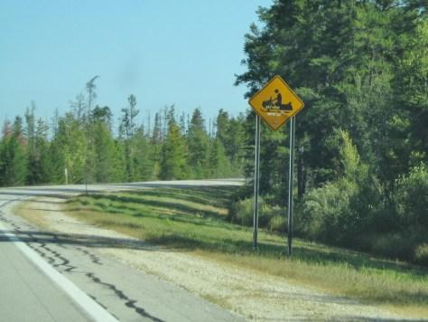 Typisches Warnschild der Region