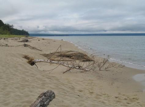 Der Miners Beach - Durch den Regentag heute menschenleer.