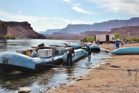 Hier werden gerade die Boote fertig gemacht für 20 Tage auf dem Colorado