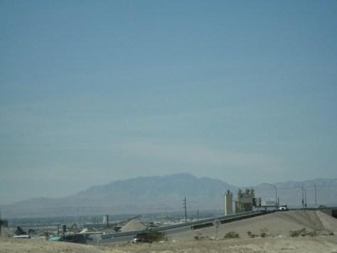 Mitten in der Wüste nach meilenlangem Nichts ist auf einmal Las Vegas zu sehen