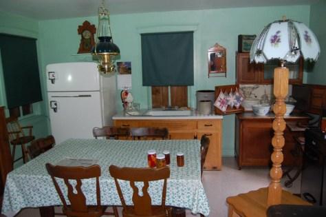 Eine Amish Wohnstube. Alles ohne diesen neumodischen Strom (auch der Kühlschrank)