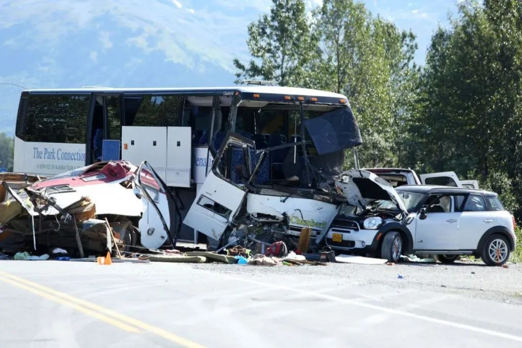 2 Hurt in Bus Collision on 5 Freeway (Santa Clarita, CA)