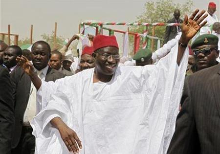 Jonathan victorious at Nigeria's presidential election; some riots in northern cities; Emir of Kano's palace burnt