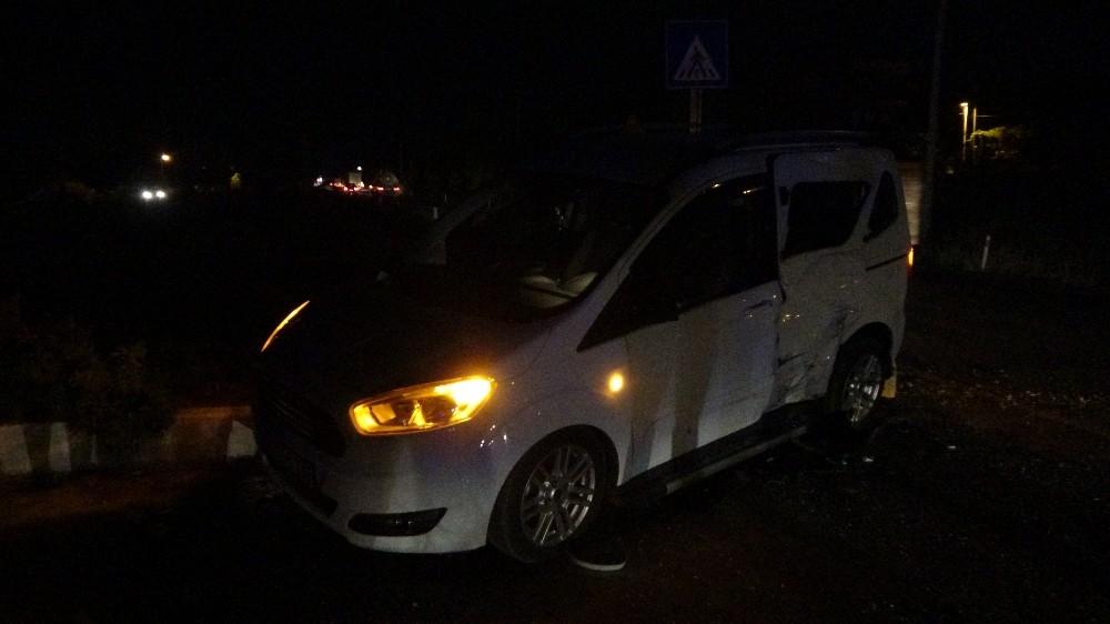 Kamyonet ile hafif ticari araç çarpıştı; 1 yaralı