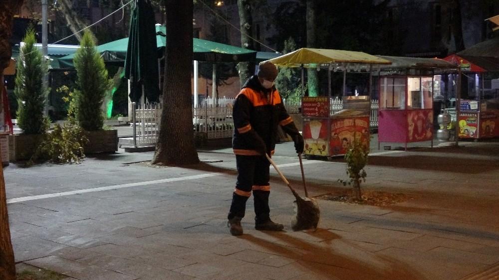 Uşak'ta sokaklar boş kaldı
