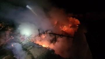 Uşak'ta 3 ev ve 1 iş yeri yanarak kül oldu