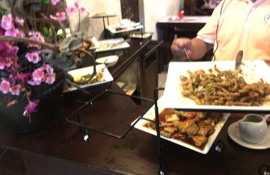 【フィリピンの誕生日】誕生日パーティーは主催者がお金を出す!?1日中カラオケ!?文化の違い