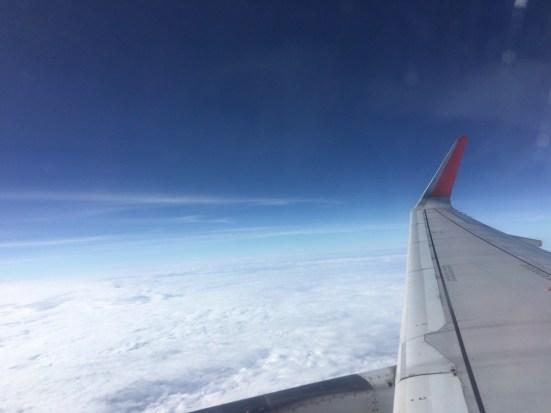 飛行機の外、青空