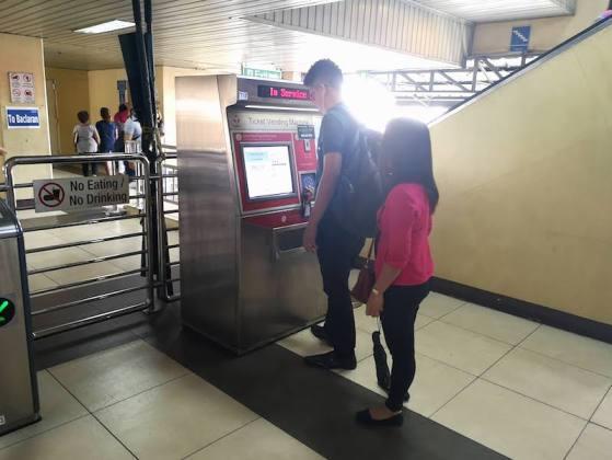 フィリピンの電車(MRT/LRT)のbeep cardのチャージできる機械