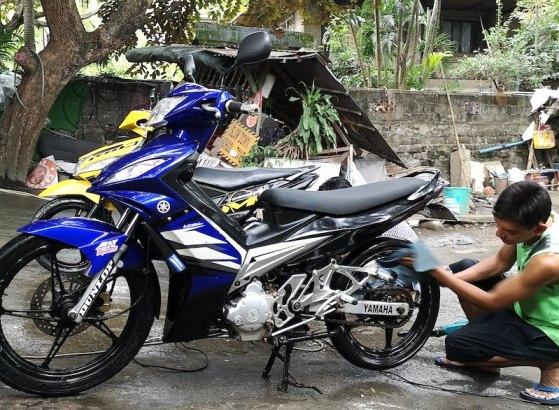 フィリピンの洗車でバイクの洗車は丁寧