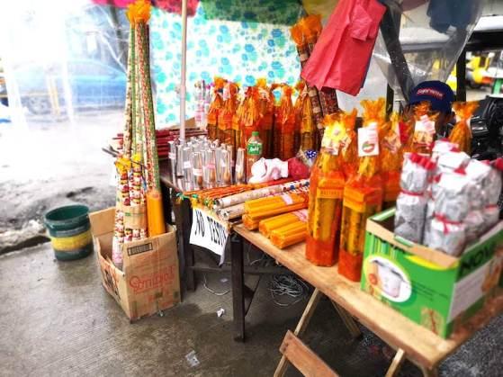 フィリピンのカウントダウン用花火を売る屋台