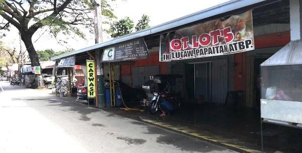 フィリピンの洗車場の看板