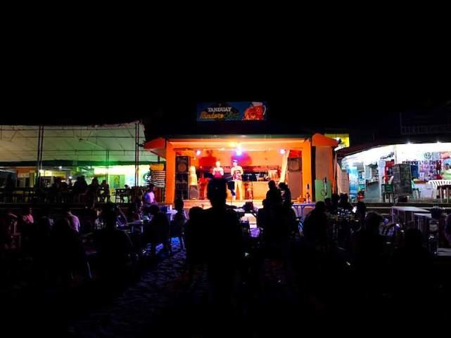 プエルトガレラのオカマのトークショー