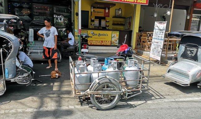 フィリピンのガス屋さんのデリバリー