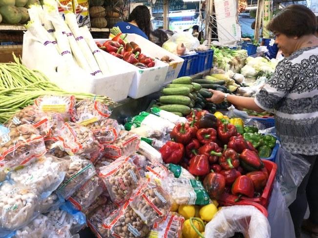 カルティマールマーケットの野菜売り場