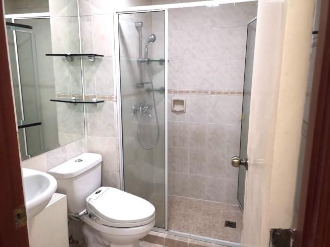 マカティのコンドミニアムの内装、シャワー・トイレ