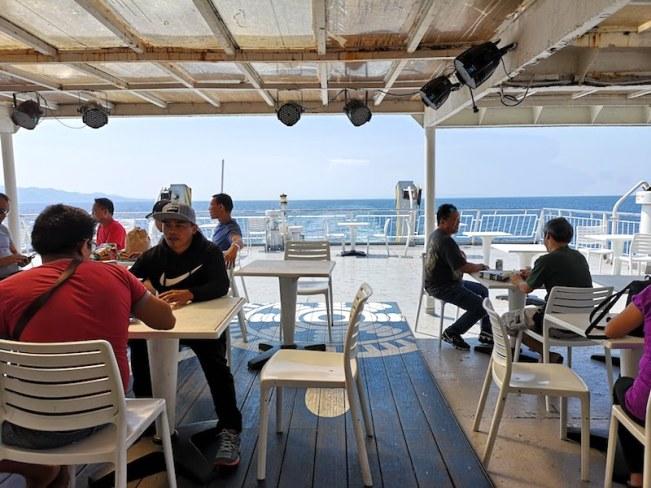 バタンガス港の2GOの船の中3F