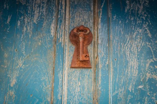 鍵のついたドア