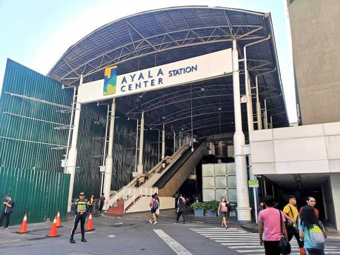 MRTのAyala center 駅