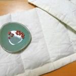小豆の入った手縫いのホットパッドとアイピロー