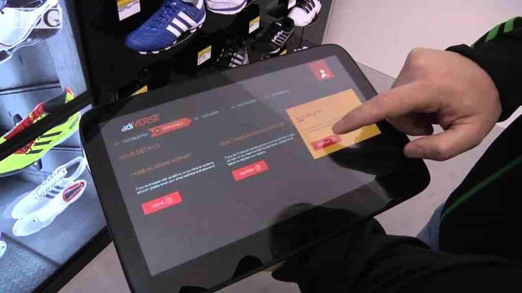 Виртуальная витрина от Adidas