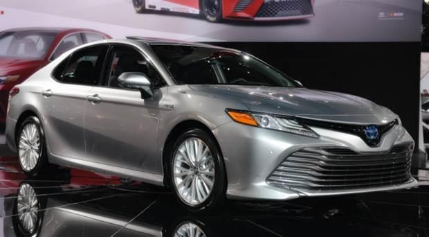 2019 Toyota Camry Hybrid Reviews