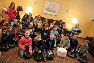2017-01-26-ronald-mcdonald-house-visit-group-pic-large
