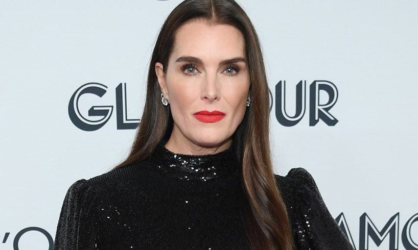 Brooke Shields Becomes One With Nature A She Removes All Her Clothes To Go Tree Climbing In Steamy Photo - US Daily Report