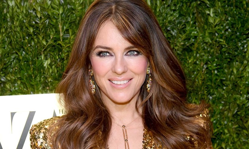 Elizabeth Hurley Removes All Her Clothes In Stunning Photos While Blasting 'Friends' Who Leaked This Story About Her - US Daily Report