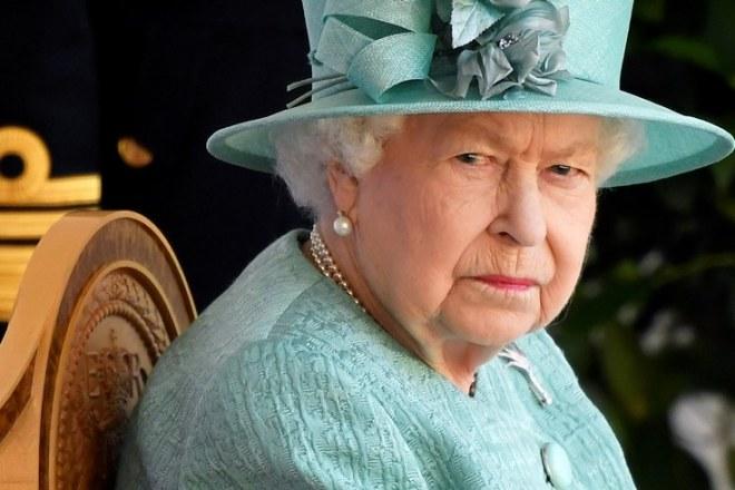 Queen Elizabeth Prince Harry Meghan Markle Snap Decision